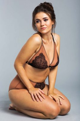 Image of a wireless plus-size bralette set with panty